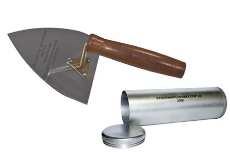 BRICKLAYER`S TROWEL FOR FOUNDATION STONE